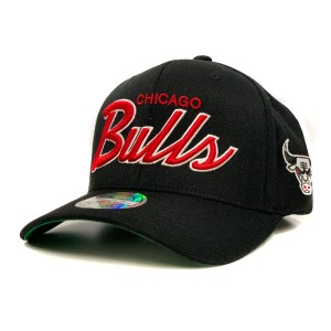 Mitchell & Ness NBA Chicago Bulls Foundation Script Snapback Basketball Cap