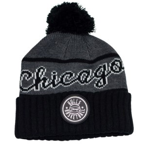 Mitchell & Ness Chicago Bulls Reflective Patch Knit Basketball Beanie
